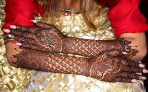Method of Applying Mehandi Design (Henna)